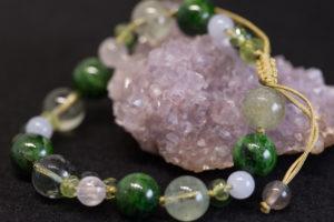 天然石と組紐で作った緑のブレスレット
