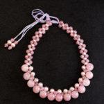 天然石と組紐で作ったピンクのネックレス