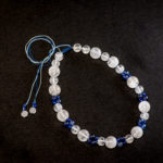 天然石と組紐で作った白と青のネックレス